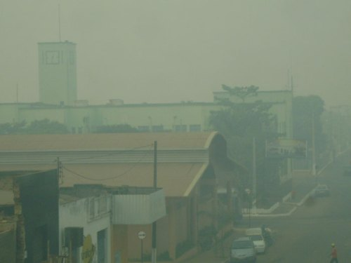 Porto Velho/Rondônia 7:45 da manhã, sexta-feira, dia 27. A fumaça cobre a capital foto : B. Bertagna
