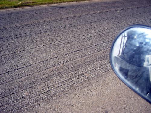 Na Argentina, muitos trechos com asfalto ruim que provocam desconforto no motociclista